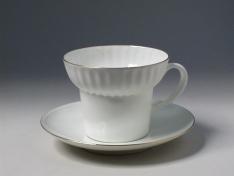 """Чашка с блюдцем чайная, кост.ф. волна """"Золотой кантик""""."""