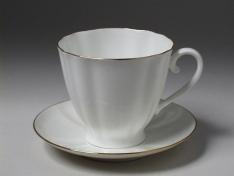 """Чашка с блюдцем чайная, кост.ф. гвоздика """"Золотой кантик""""."""