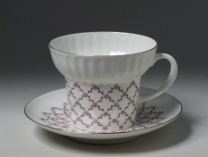"""Чашка с блюдцем чайная, кост.ф. волна """"Розовая сетка""""."""
