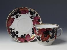 """Чашка с блюдцем чайная, тв.ф. подарочная """"Черноплодная рябина""""."""
