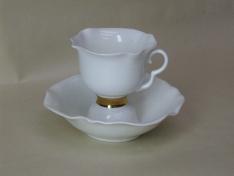"""Чашка с блюдцем чайная, кост.ф. белый цветок """"Золотая лента""""."""