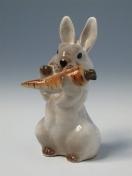 """Скульптура """"Заяц с морковкой"""" 2."""