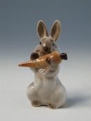 """Скульптура """"Заяц с морковкой"""" 3."""