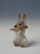 """Скульптура """"Заяц с морковкой"""" 4."""