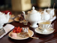 "Чашка с блюдцем чайная, кост.ф. Наташа ""Золотая лента""."